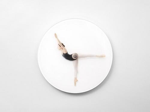 Часы с балериной