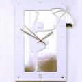 Фотографии Часы Девушка с зонтиком белые (образец)